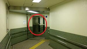 エレベーターで地上へ