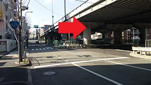 「千里山西4丁目南」交差点を右折