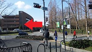 「服部緑地前」交差点を左折し、新御堂筋方面へ。
