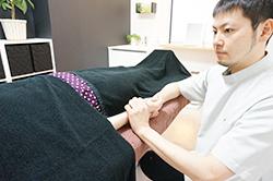 (脉診)手首の「脈」の形から「体質」や「病の状態・治りやすさ」「悪い部分」を判断します。