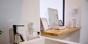 「きれい・清潔・気持ちよい」プライバシーに配慮した個室タイプの施術ルームです。